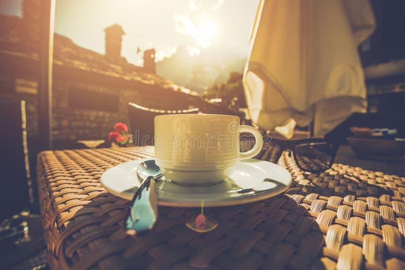 Taza de café de buen gusto imagenes de archivo