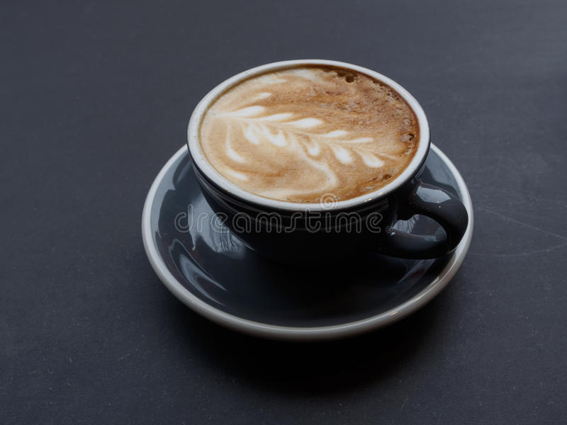 Taza de café de capuchino imagen de archivo