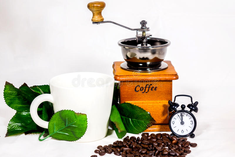 Taza de café, despertador, vintage de la amoladora de café imagen de archivo