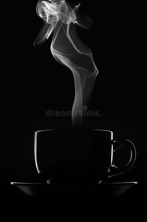 Taza de café en bllack fotografía de archivo libre de regalías