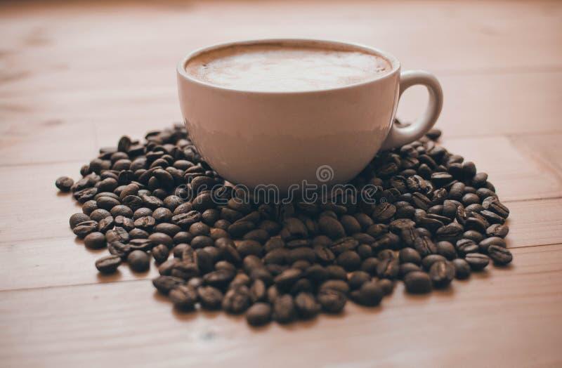 Taza de café en el vector imagenes de archivo