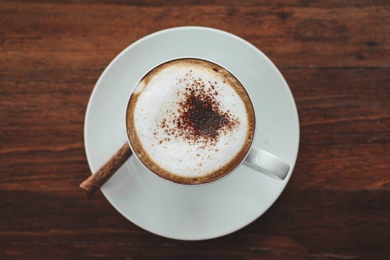 Taza de café en de madera fotos de archivo