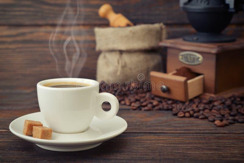 Taza de café express caliente foto de archivo