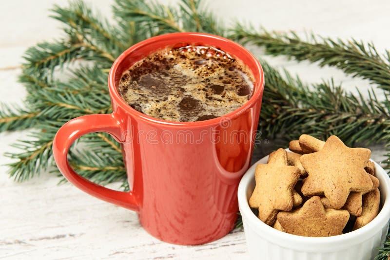 Taza de café grande Galleta del pan de jengibre Newyear Árbol de navidad imágenes de archivo libres de regalías