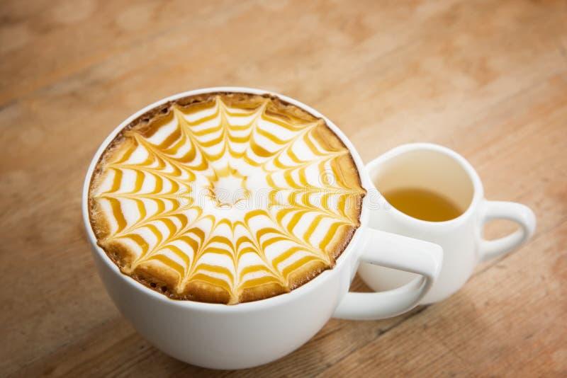 Taza de café para el estilo del vibtage del servicio fotografía de archivo libre de regalías