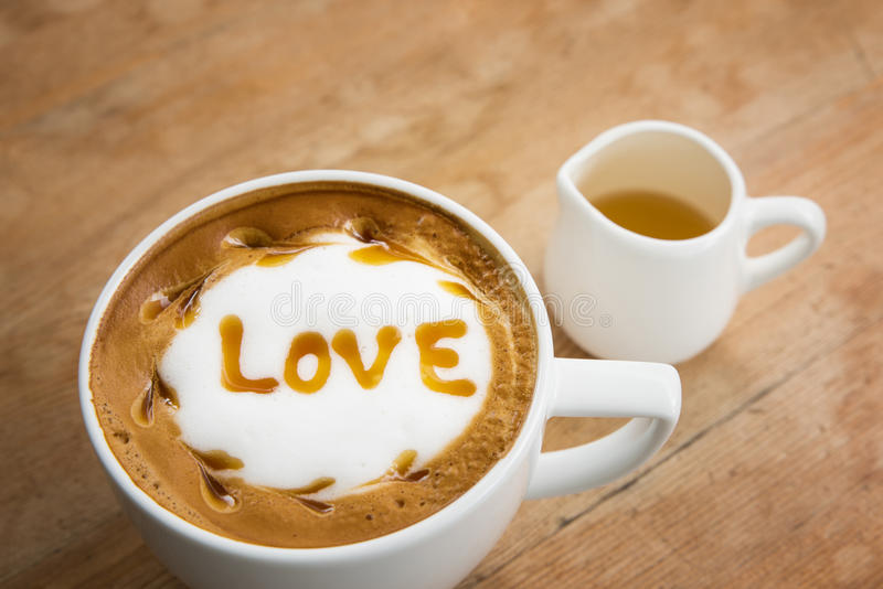 Taza de café para el estilo del vibtage del servicio, café caliente foto de archivo libre de regalías
