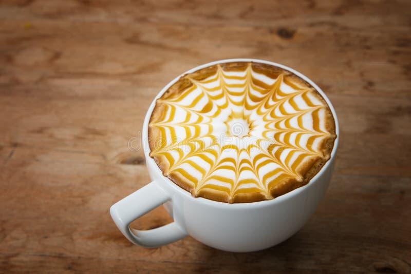 Taza de café para el estilo del vibtage del servicio, café caliente en el styl blanco de la taza fotos de archivo