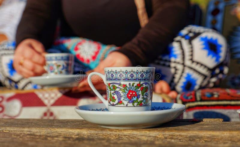 Taza de café turco fotos de archivo