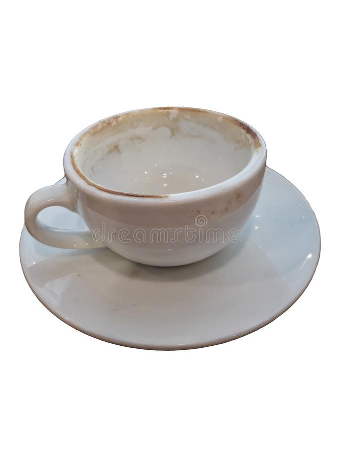 Taza de café vacía usada aislada en los fondos blancos fotografía de archivo