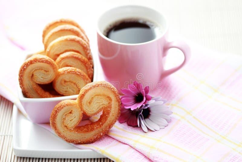 Taza de café y de galletas imagen de archivo libre de regalías