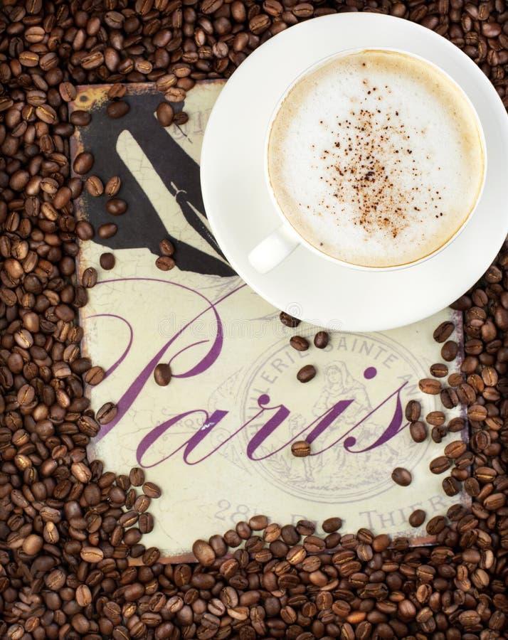 Taza de café y de granos de café. fotos de archivo