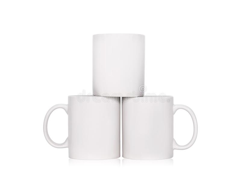 Taza de caf? en blanco aislada en el fondo blanco Plantilla de la taza de la bebida para su dise?o Trayectorias de recortes o cor foto de archivo