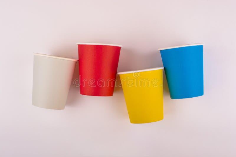 Taza de caf? de papel colorida fotos de archivo libres de regalías