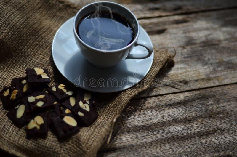 Taza de caf? y de galletas sabrosas Tiempo del t? y concepto del desayuno fotos de archivo