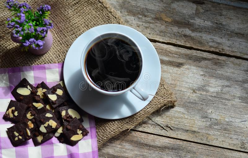 Taza de caf? y de galletas sabrosas Tiempo del t? y concepto del desayuno foto de archivo