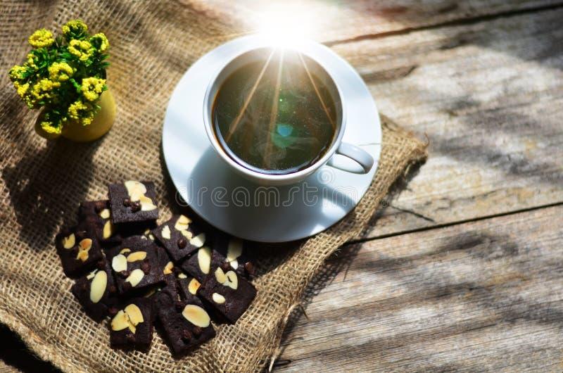 Taza de caf? y de galletas sabrosas Tiempo del t? y concepto del desayuno imagen de archivo