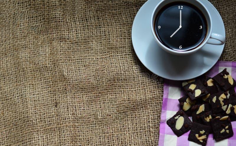 Taza de caf? y de galletas sabrosas Tiempo del t? y concepto del desayuno imagenes de archivo