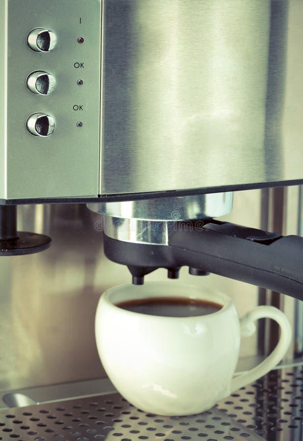 Taza de cerámica blanca con cierre cheny del café para arriba foto de archivo libre de regalías