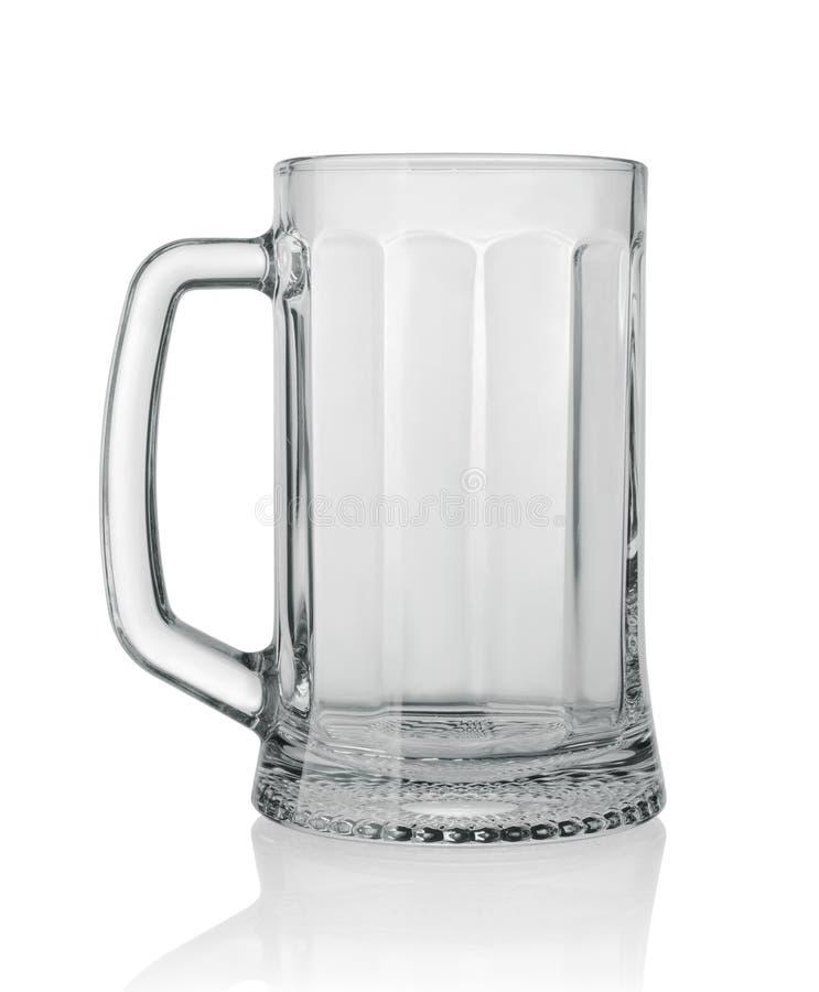 Taza de cerveza aislada en blanco fotos de archivo libres de regalías