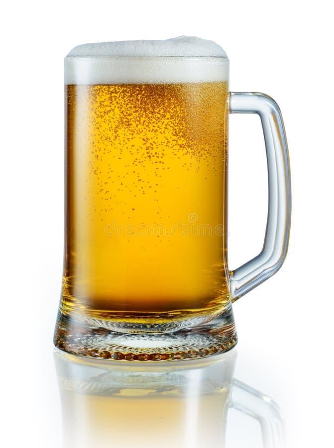 Taza de cerveza ligera aislada en el fondo blanco PA del recortes fotos de archivo