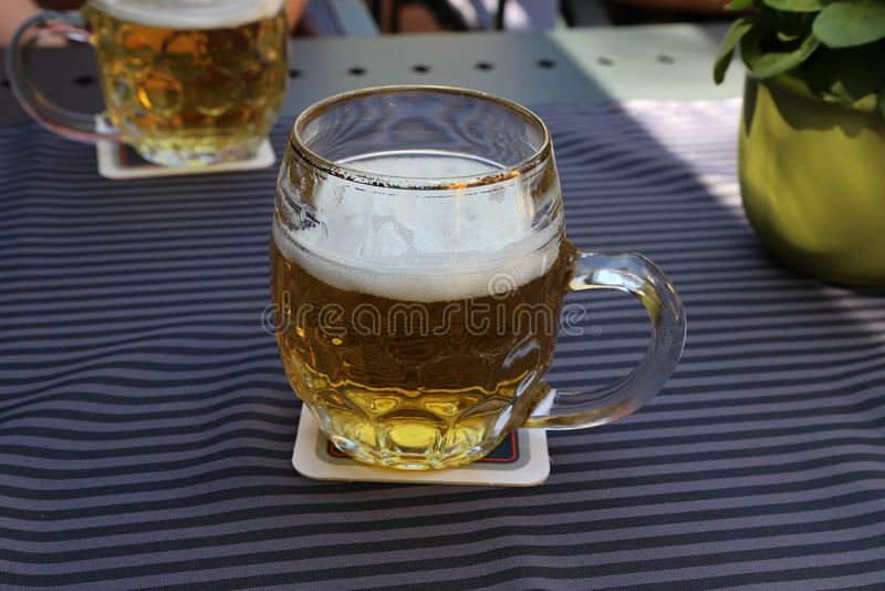 Taza de cerveza ligera fotos de archivo libres de regalías