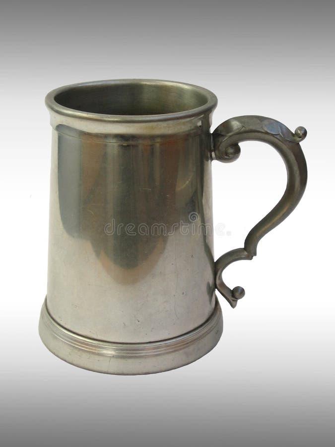 Taza de cerveza metálica fotografía de archivo