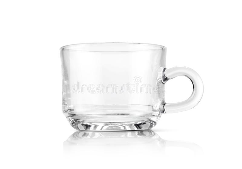Taza de cristal transparente clara aislada en el fondo blanco fotos de archivo