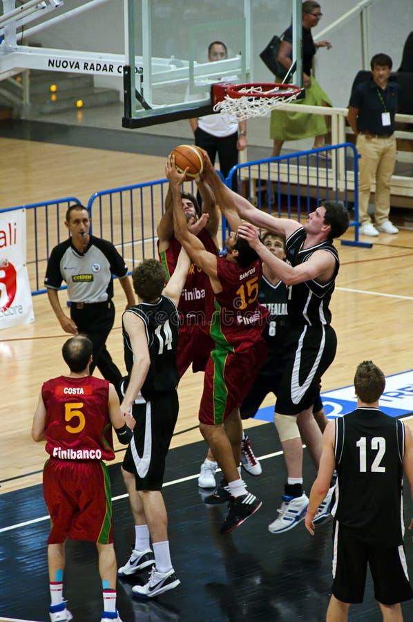 Taza de FIBA Trentino: Portugal contra Nueva Zelandia imágenes de archivo libres de regalías