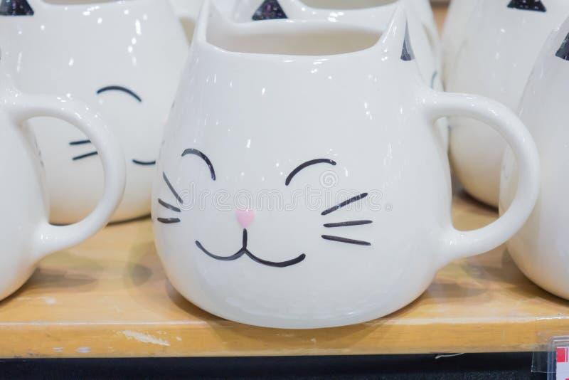 Taza de la forma del gato imagenes de archivo