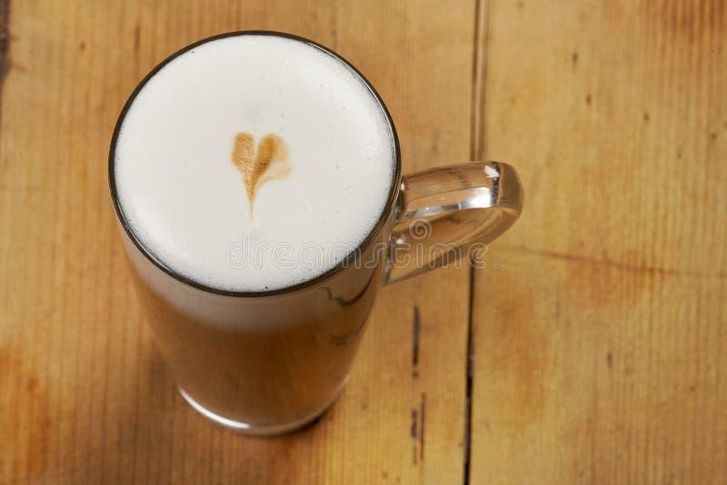 Taza de latte imagen de archivo libre de regalías