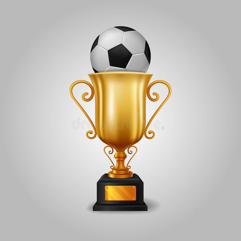 Taza de oro realista del trofeo con un balón de fútbol stock de ilustración