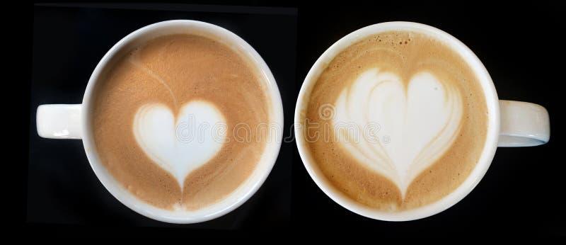 Taza de símbolo del corazón del café del arte del latte fotos de archivo
