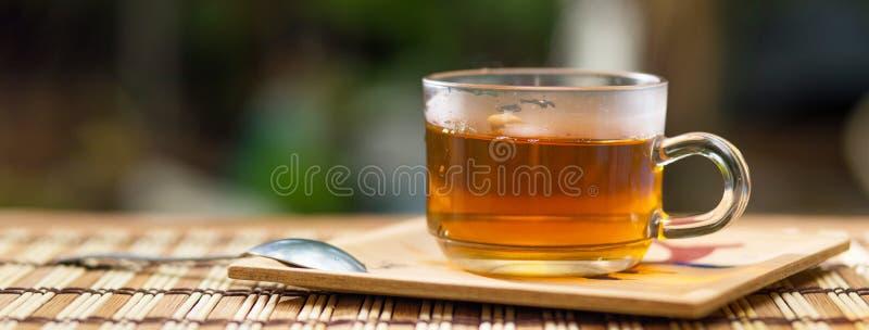 Taza de té caliente el de madera por la mañana Bandera con el ƒ del ¹ del copyspaceà imágenes de archivo libres de regalías