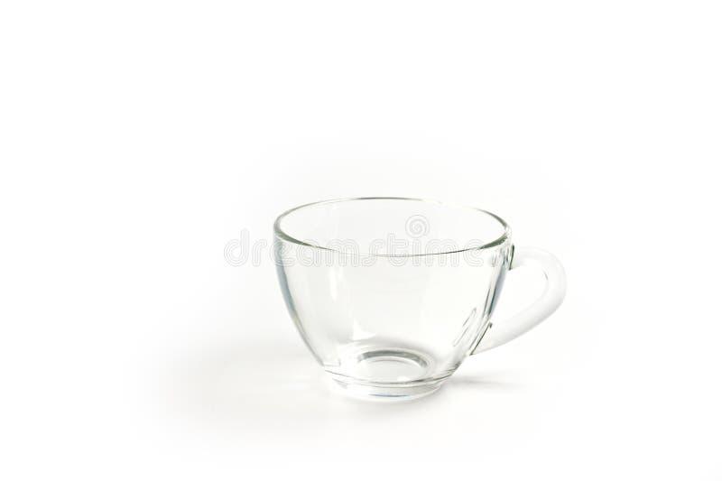 Taza de té de cristal con una manija en un fondo blanco fotos de archivo