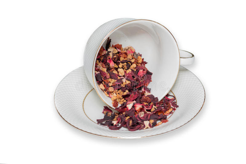 Taza de té de hojas de té de la fruta en el fondo blanco imagen de archivo libre de regalías