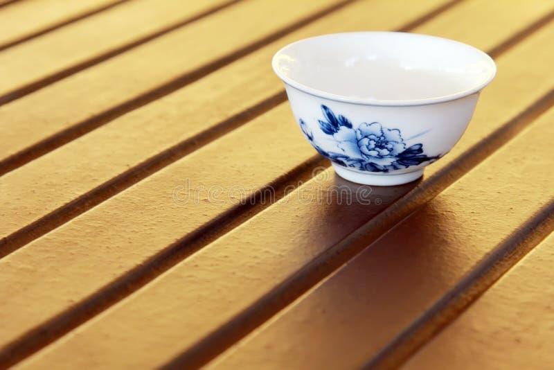 Taza de té del chino tradicional imagen de archivo