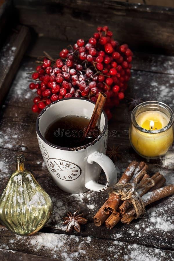 Taza de té el la tarde del invierno foto de archivo