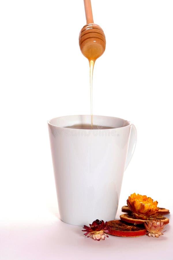 Taza de té y de miel imágenes de archivo libres de regalías