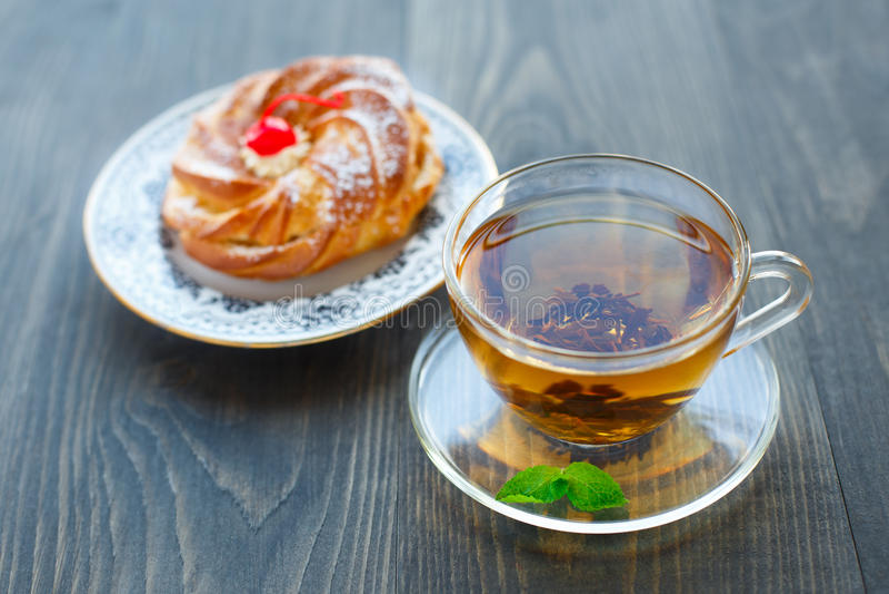 Taza de té y de torta imágenes de archivo libres de regalías