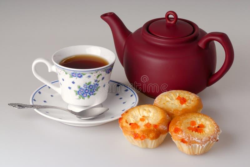 Taza de té y de torta fotos de archivo
