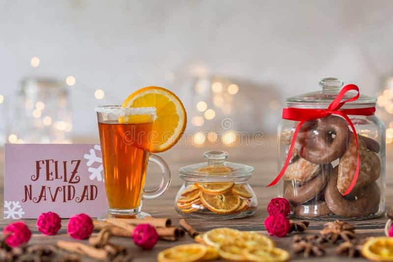Taza de té y de galletas fotos de archivo