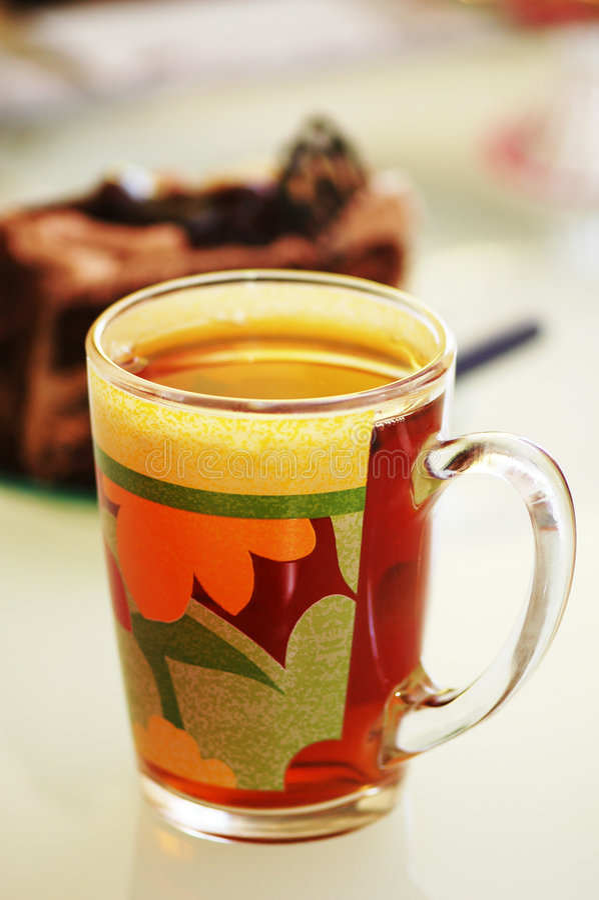 Taza de té y torta en el CCB imágenes de archivo libres de regalías
