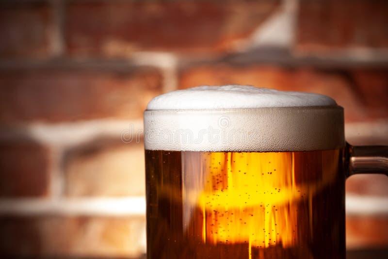 Taza de una cerveza imagenes de archivo