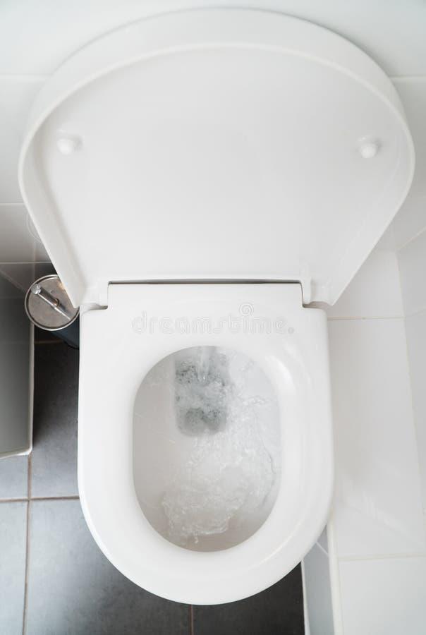 Taza del inodoro imagen de archivo