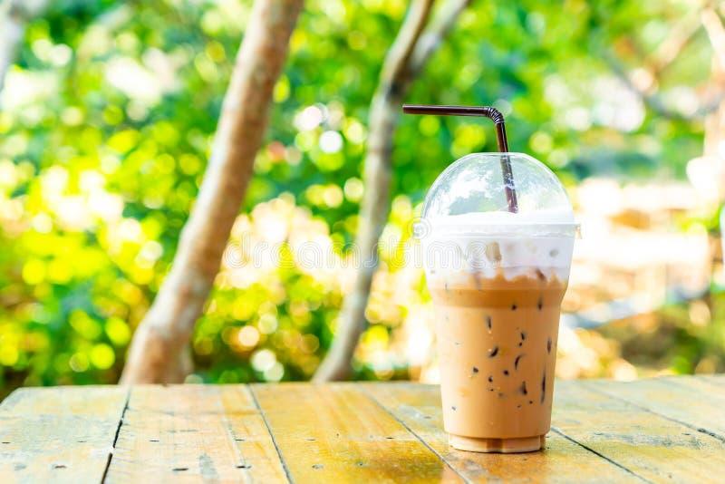 taza del latte del café helado fotografía de archivo
