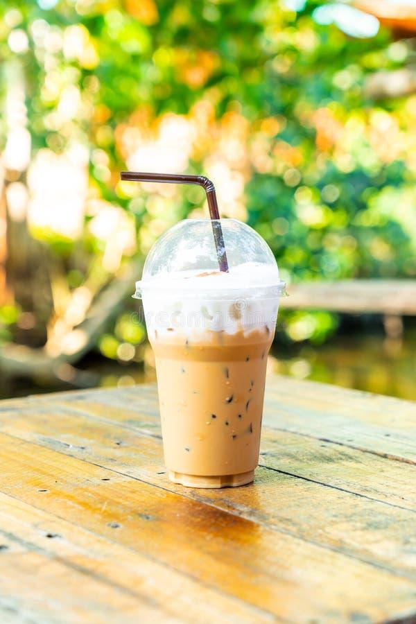 taza del latte del café helado foto de archivo