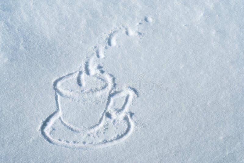 Taza dibujada en nieve foto de archivo libre de regalías