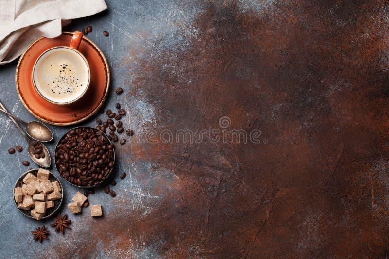 Taza, habas y azúcar de café imagen de archivo libre de regalías