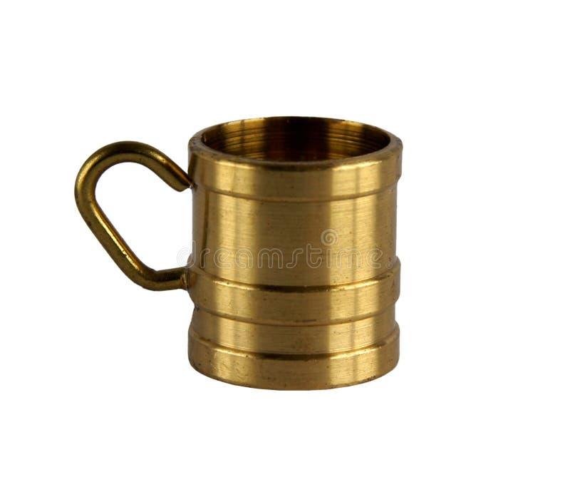 Taza o taza de cobre amarillo del vintage fotos de archivo libres de regalías