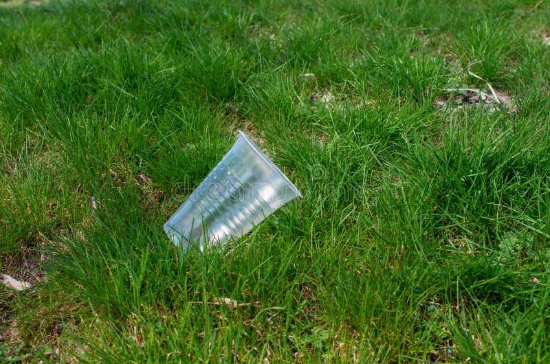 taza plástica desechada fotos de archivo